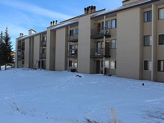 Spacious, Family-Friendly 3b/3b Brian Head Condo! Walk to Giant Steps Ski Lift!