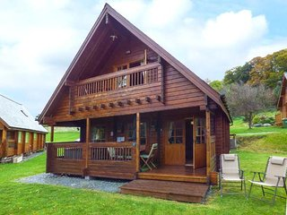 ROBIN LODGE, detached, hot tub, ground floor bedroom in Llanbedr, Ref 943718