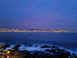 Superb huge 5BR apt. by the edge of Pacific Ocean, at Renaca (Vina Del Mar)