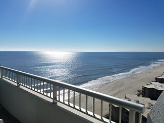 Sands Ocean Club Studio - Sleeps 4 - Beautiful Views!