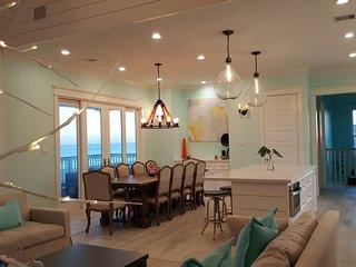 Beach Front, Hot Tub, New Custom Home: A Bit of Heaven, Galveston