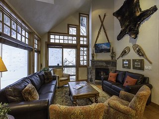 4 BR Beautiful Penthouse-Summer Heated Pool-Ski in and out-Fireplace