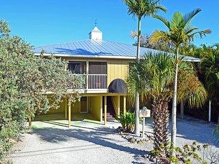 Fully Renovated Beachside Getaway with Heated Pool – Walk to Restaurants, Siesta Key