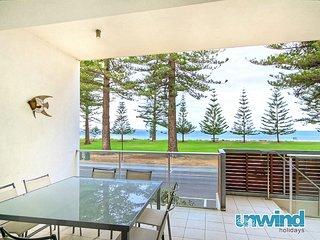 Unwind @ 'Breeze' Beachfront Apartment no 8  - Victor Harbor