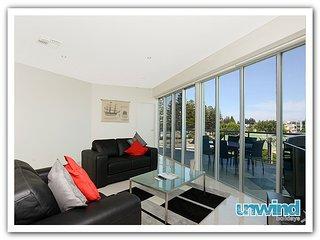 Unwind * 'Gallery' Resort Style Penthouse no 13 - Victor Harbor