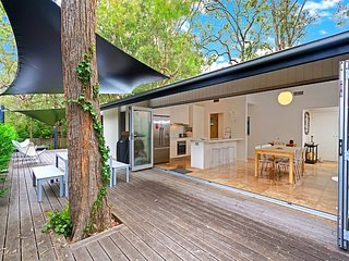 'Tonic' Guesthouse with Outdoor Hot Tub