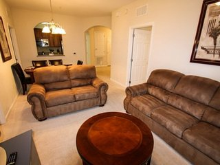 Experience Star Wars Disney, Book Now!  Desirable Vista Cay Condo with Screened