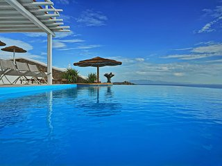 BlueVillas | Fabiana | Private Infinity Pool with Underwater Bar