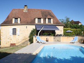 PECHPIALAT - COMFORTABLE STONE COTTAGE WITH ENCLOSED GARDEN AND PRIVATE POOL