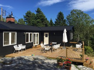 Stockholm archipelago with pool, boat & bikes