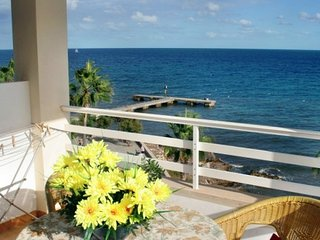 Great Apartment, balcony, overlooking the sea & beach 5 minutes away 3A