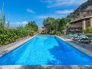 BEAUTIFUL MALLORCAN STYLE VILLA WITH PRIVATE POOL AND VIEWS OF ALL POLLENSA.