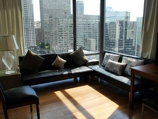 Amazing 2BR Yorkville Condo+Great Views & Parking