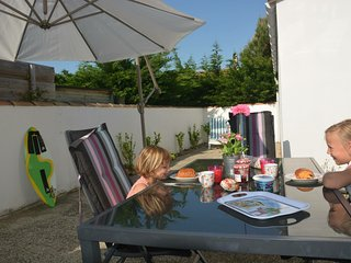 Beach cottage Océan, located between beach and village Le Bois Plage, Île de Ré