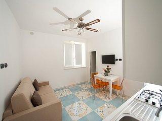 Vietri sul Mare Villa Sleeps 4 with Air Con and WiFi - 5310352