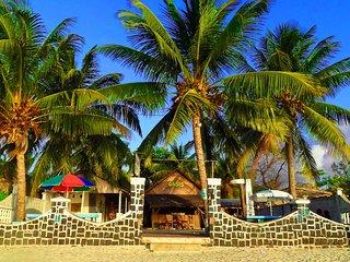 L'hôtel restaurant k-bar oasis, les pieds dans l'eau.Tarif pour 1 chambres, Antsiranana (Diego Suarez)