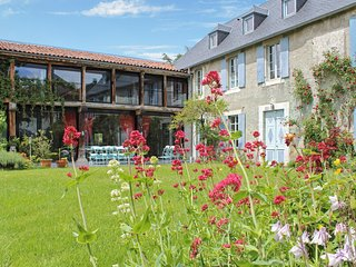In the Hautes-Pyrénées, large luxury gîte with unobstructed mountain views and garden, La Barthe-de-Neste