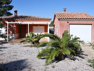 Traditional 3-bedroom villa near Castellón with a furnished terrace - close to the beach!, Pobla Tornesa