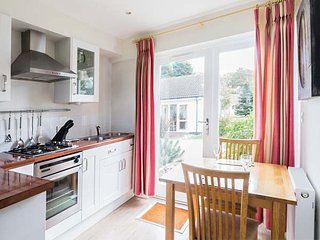 ONE BEDROOM COTTAGE AT THE WEST BAY CLUB & SPA, superb on-site facilities, in Yarmouth, Ref 943761