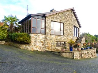 TEARMANN, detached, fantastic views, woodburners, private garden, WiFi, nr Gorey