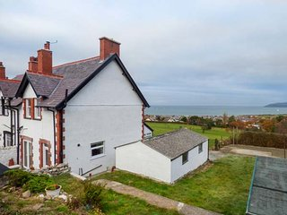 CAE GLAS COTTAGE, spacious cottage, superb views, WiFi, Dwygyfylch near