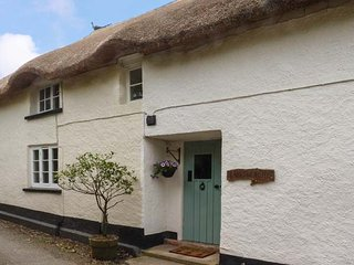 LARKSWORTHY COTTAGE, thatched cottage, woodburner, WiFi, enclosed garden, in