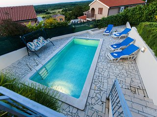 Modern bungalow in Montizana, Istria, with private pool and stunning views, Zbandaj