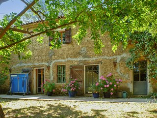 Bastide de Chantebise – a comfortable, 3-bedroom house with a swimming pool 2km from Entrecasteaux!