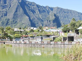Sunny, 2-bedroom house in Cilaos on Reunion Island with and mountain views
