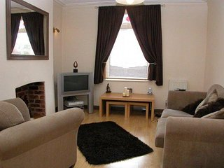 Serviced Accommodation for up to 6 Guests - Alyn Vale