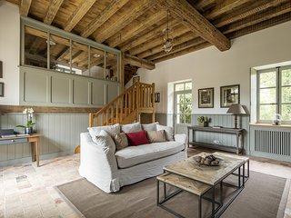 Le Moulin du Domaine de Courances – a rustic, 2-bedroom mansion with WiFi just 60km from Paris!