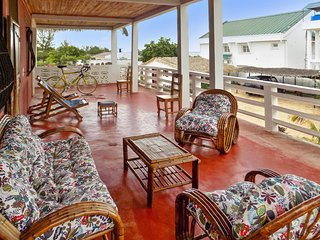 Sea-view apartment 100m from Amborovy Beach, Madagascar, with scenic terrace, garden & WiFi, Mahajanga