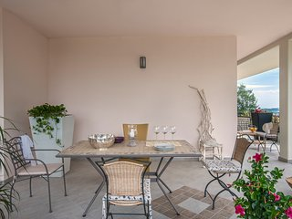 Marcheholiday Foglia, apartment in villa with pool