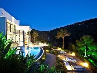 HI-LUX Ibiza villa 6 pax, Cala Vadella