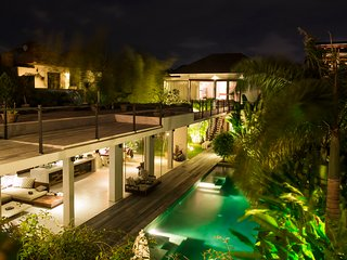 Beautiful open plan, award-winning 5BR villa with 17m pool and full staff, Seminyak