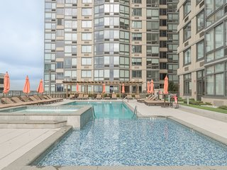 **Luxury Apt, Spectacular Manhattan Views**Summer Special Offer**-  42QH