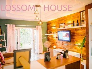 house villa rental  guesthouse travel chiangmai hangdong thailand blossomhouse
