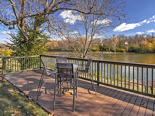 NEW! 5BR Lexington House Right On Lake Ellerslie!