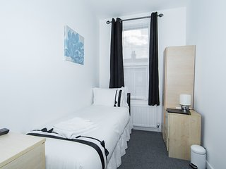 Single Room with shared bathroom, Wembley