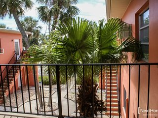 Lido Gardens 2B | Location, Location, Location - walk to everything!, Saint Pete Beach