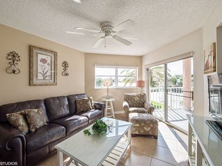 Sunrise Resort #209 | Attractive condo with pool and amazing balcony views, St. Pete Beach