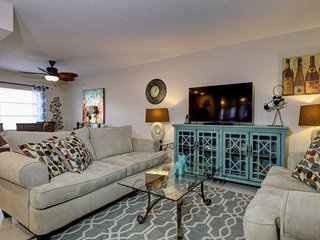 The Waves #8 | Gorgeous condo with pool, walk to beach, North Redington Beach