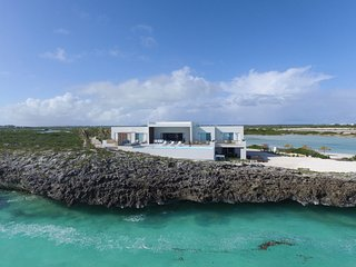 Luxurious Ocean Front Villa, Tip of the Turtle Tail, Private & Secluded, Grace Bay