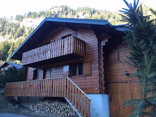 Spacious chalet close to the important skilifts, Chatel