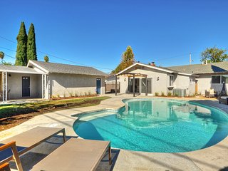 Buena Vista Resort Style Home - Pool - Close to Disney!, Anaheim