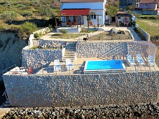 Villa Harbour Terrace with the pool over the sea, Razanac