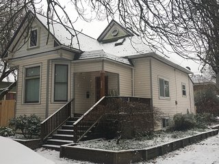 Newly Renovated 4 bedroom 2 bath in Dream Location Inner SE Portland Walk 2 All