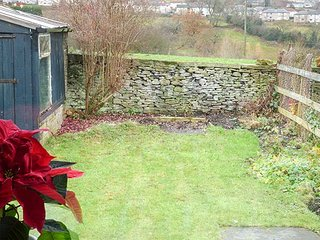 DAISY COTTAGE, terraced, character features, WiFi, parking, Haworth, Ref 932026