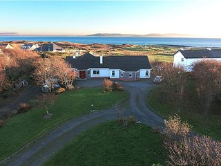 Magificient views of Galway Bay and Aran Islands. Perfect for groups. Sleeps 16