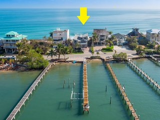 """Family Tides"": Ocean-to-River SE Florida Beach House 7BR/6 BA, +Pool +Priv.Dock"